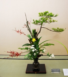 Rikka style: lots of different types of plants.